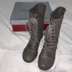 Breckelle's combat boots size 6